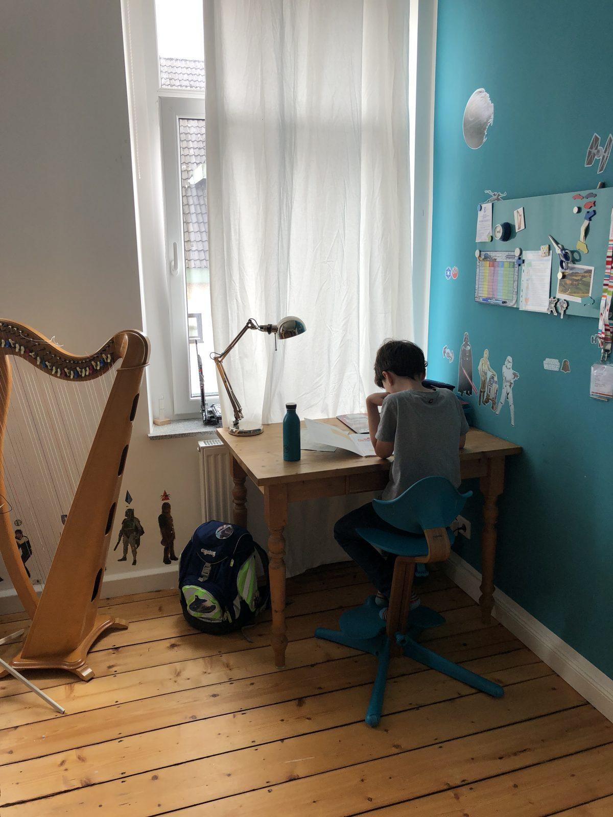 neue nomi schreibtischst hle f r die kinder nomi hochstuhl test bloggermumof3boys. Black Bedroom Furniture Sets. Home Design Ideas